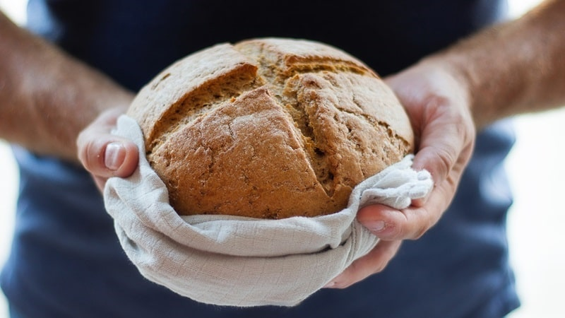 Các chuyên gia dinh dưỡng khuyên bạn không nên ăn bánh mì vào buổi tối