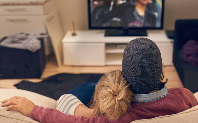 Thời điểm cùn xem phim tình cảm cũng dễ khiến chàng nổi ham muốn