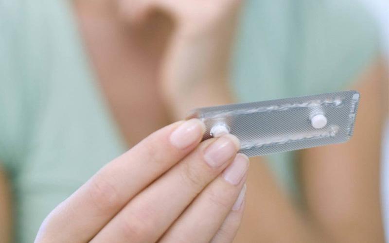Chàng thường ép nàng phải dùng thuốc tránh thai khẩn cấp
