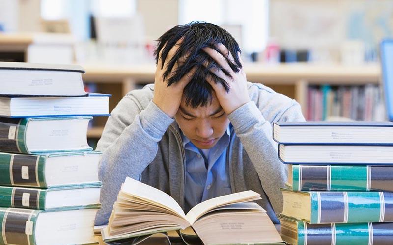 Các bạn nam nên giải tỏa bớt căng thẳng trong học tập