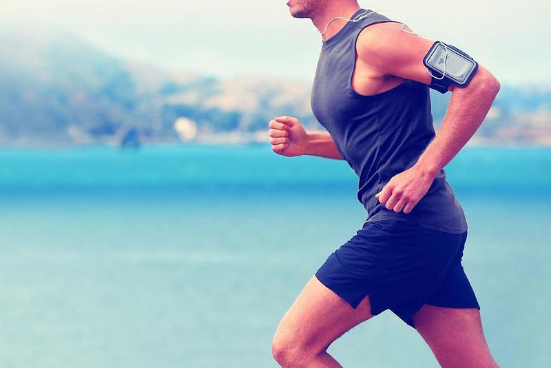 Đi bộ hoặc chạy bộ giúp nam giới khỏe mạnh