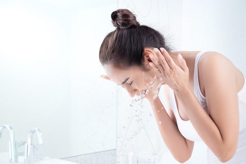Vệ sinh da sạch sẽ giúp ngăn ngừa nguy cơ nổi mụn bọc sưng đỏ
